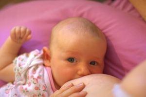 Amamantar estimula la capacidad del bebé de ascender en la escala social